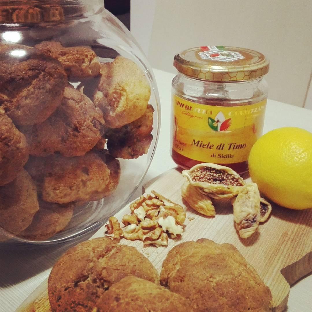 Biscotti integrali con farina siciliana Timilia e Miele ai fiori d
